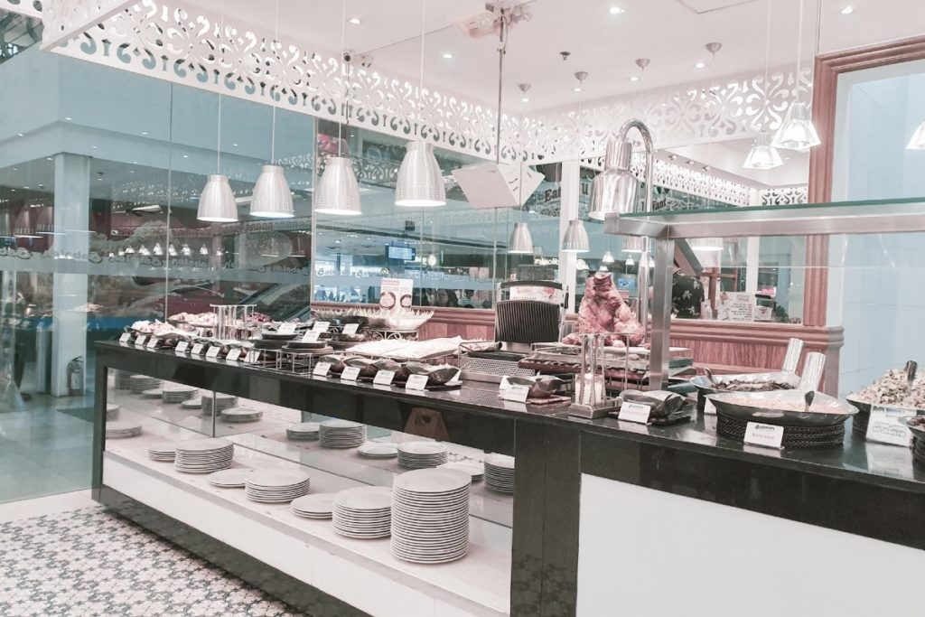 rey-melvin-caraan-cafeteria-unsplash-1
