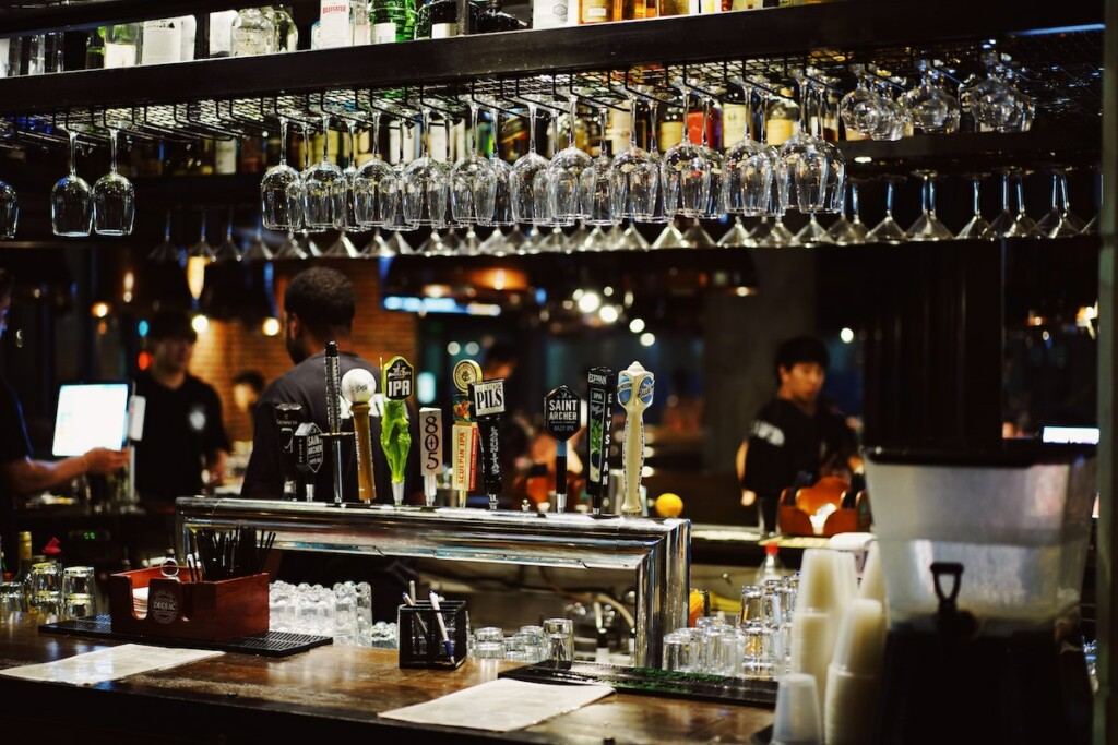 An establishment's alcoholic beverages no longer need to be consumed at the bar under new legislation passed in Illinois this week. Photo by Alan Shaw on Unsplash